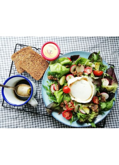 salade-met-haverkorn-brood-geitenkaas-en-dressing-van-appelstroop